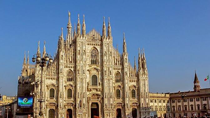 Milan with kids, showing the duomo