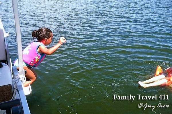 Go boating on Grapevine Lake during your visit to Dallas-Fort Worth with kids.