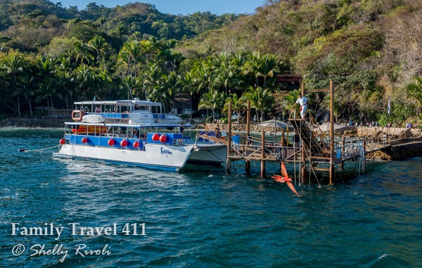 Arrival by catamaran at Las Caletas--that scarlet macaw is not Photoshopped!