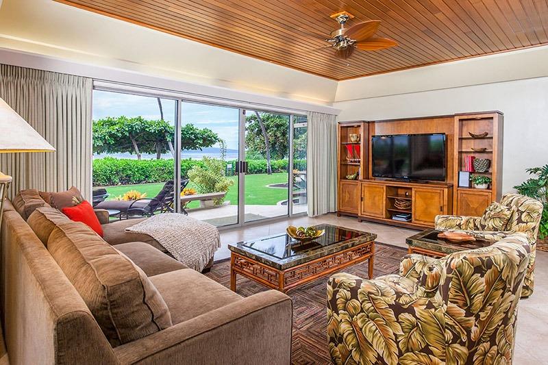 This Puunoa Beach condo is just a 5-minute walk to Maui's Baby Beach.