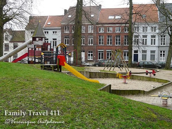 Playground? Check. Duck pond? Check. Astrid park is the ideal place to picnic while visiting Bruges with kids.