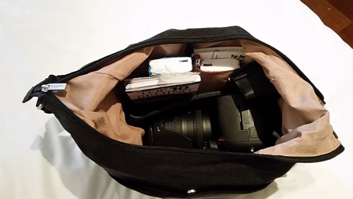 interior pockets of Baggallini cargo, the best travel purse with dslr