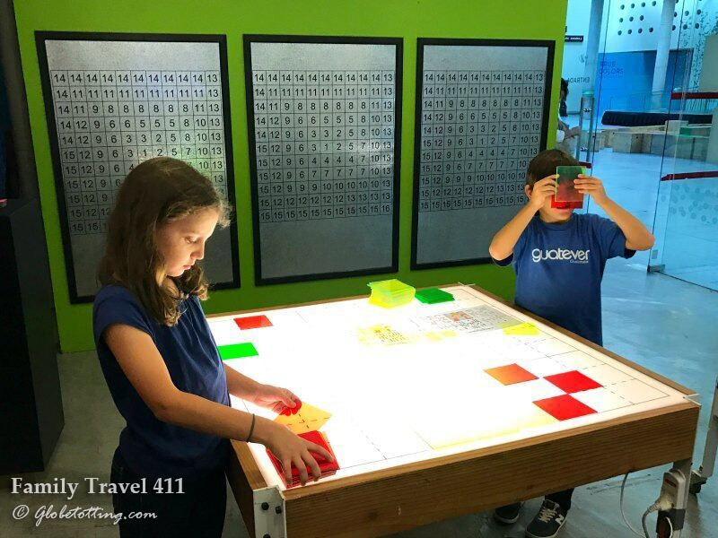 Kids explore the Santiago Cultural Center.