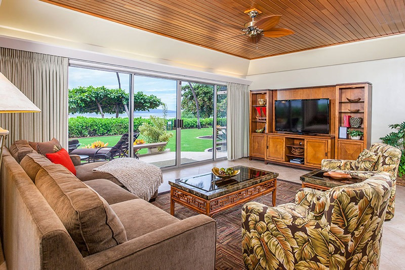This Puunoa Beach condo is just a 5-minute walk to Maui's Baby Beach.